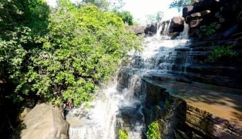 Conheça a Covão, uma cachoeira encantadora em forma de escadaria