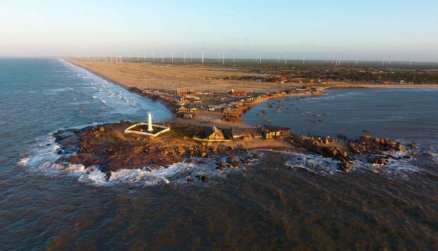 A pedra, o mar e o sal: conheça a única praia de Parnaíba, a bela Pedra do Sal