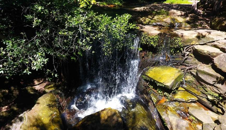 Água o ano todo: visite a cachoeira da Fazenda Velha em Valença do Piauí