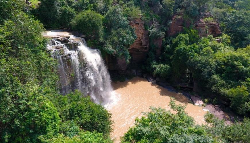 Cachoeira das Arraias, uma das atrações do Parque Municipal Pedra do Castelo