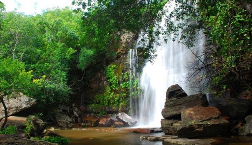 Conheça a cachoeira do Riachão, atrativo dentro do Parque de Sete Cidades