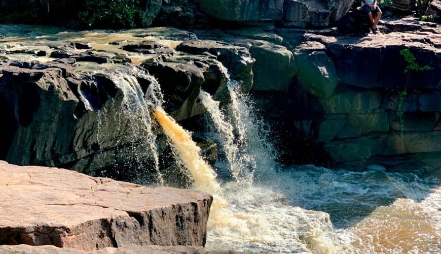 Guia: Passo a passo de como chegar até a cachoeira do Covão